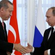 Russian President Vladimir Putin shakes hands with Turkish President Tayyip Erdogan during a news conference following their meeting in St. Petersburg, Russia, August 9, 2016.  REUTERS/Sergei Karpukhin     TPX IMAGES OF THE DAY      - RTSM4CK